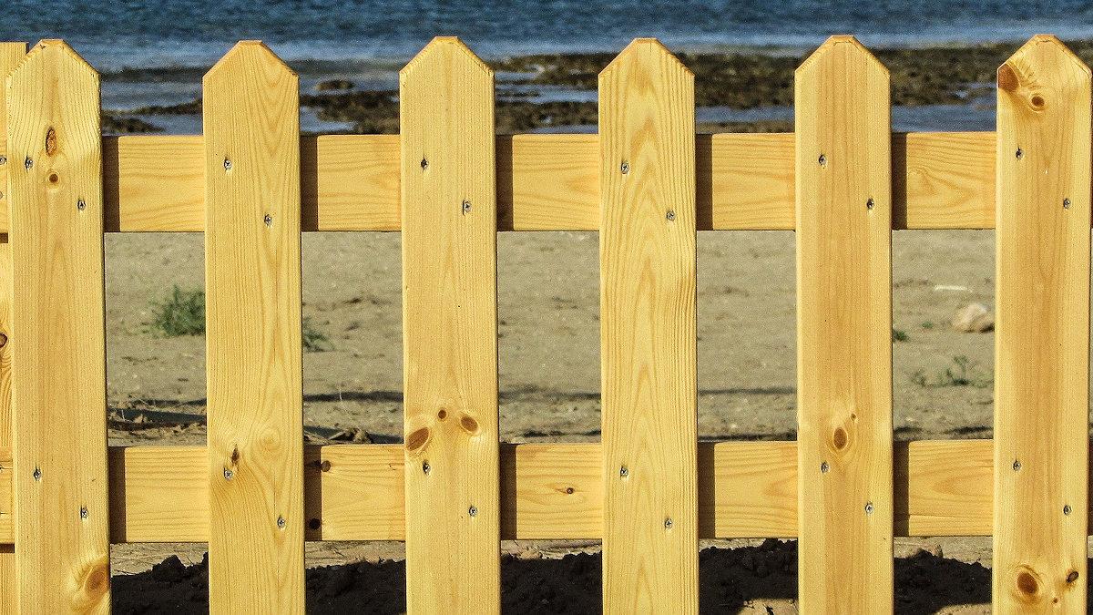 Как правильно сделать забор из штакетника самостоятельно